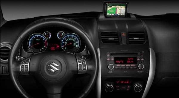 F: Suzuki SX4 interior (inautonews)