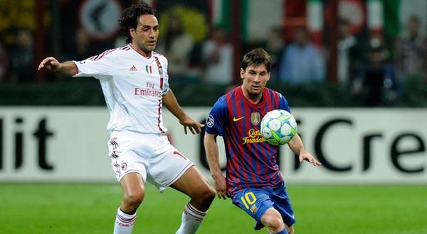 Nesta menjaga lini belakang dari gempuran Messi (Foto: Getty Images)
