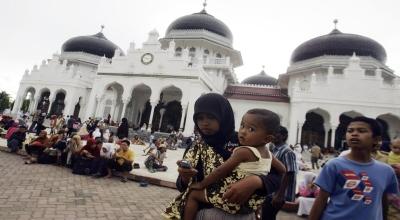 Ilustrasi warga mengungsi Masjid Baiturrahman Banda Aceh (Foto: Reuters)