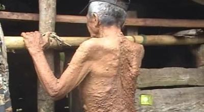 Landra tinggal di gubuk di tengah kebun (Dok: Sindo TV/Bulan Sri Indra Maya)