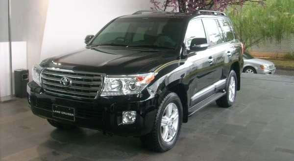 F: Toyota New Land Cruiser 200 (Azwar F/Okezone)