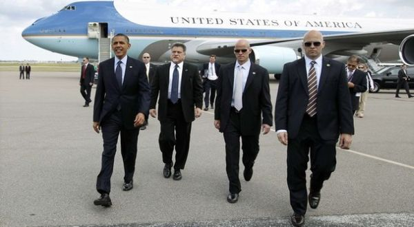 Secret Service kawal Obama (Foto: Reuters)
