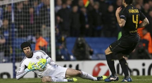 Kegemilangan Petr Cech meredam teror-teror Barcelona di leg pertama akan amat diperlukan kembali di leg kedua (Foto: Reuters)