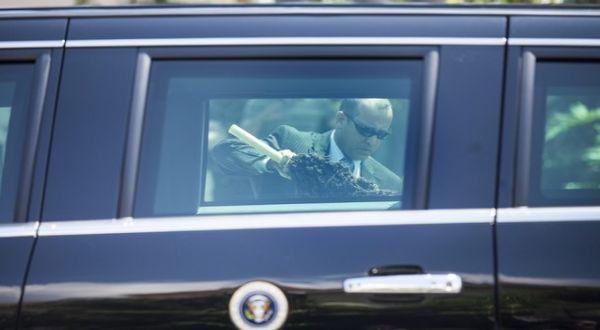 Secret Service membersihkan mobil Obama (Foto: Getty Images)