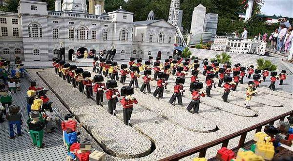 Lego Ratu Elizabeth (Foto: Telegraph)