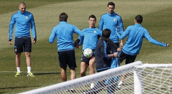 Sesi latihan anak asuh Jose Mourinho. (Foto: Reuters)
