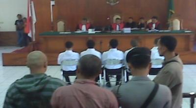 Sidang perdana korupsi Bansos Bandung (Foto: Okezone/Iman Herdiana)
