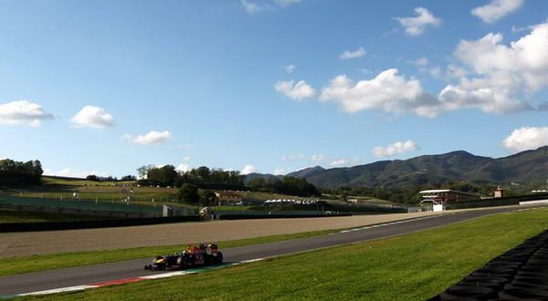 Sebastian Vettel menjadi yang tercepat di sesi pagi tes hari terakhir, Kamis (3/5) ini, di Sirkuit Mugello/Getty Images
