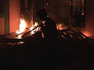 Maling Sapi Dibakar Hidup-hidup (Dok: Okezone/Abdul Rahem)