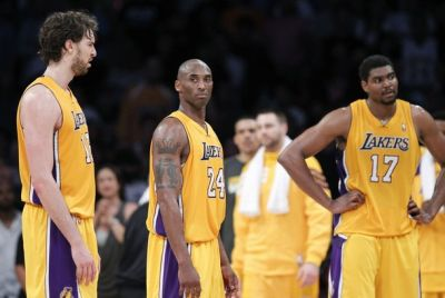 Pemain Lakers tertunduk. (Foto: Reuters)