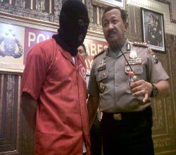 Dokter gigi PKA saat ditangkap polisi (Foto: Nurul A/okezone)