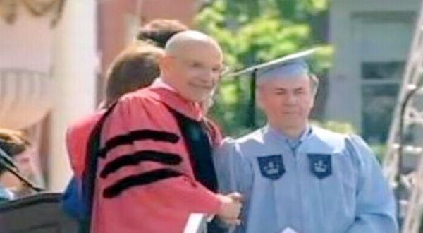 Gac Filipaj meraih gelar sarjana setelah 14 tahun bekerja sambil kuliah di Columbia University (Foto: BBC)