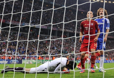 Petr Cech usai gagalkan penalti Robben (Foto: Getty Images)