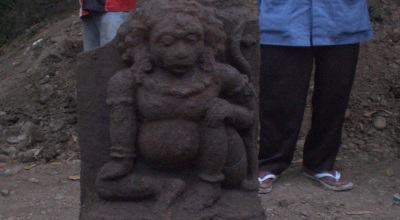 Arca yang ditemukan di Kauman, Tulungagung (Foto: Koran SI/Solichan Arif)
