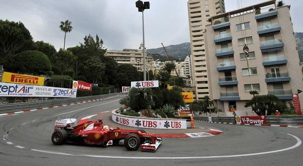 Fernando Alonso saat berada di Grand Hotel Hairpin Sirkuit Monte Carlo, Monaco, pada Minggu (27/5) kemarin/Getty Images