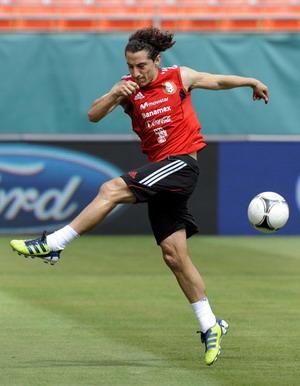 Andres Guardado dalam sesi latihan (Foto: Daylife)