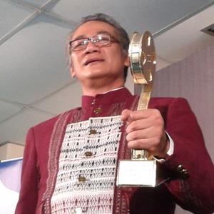 Tio Pakusadewo: Ini Baru Piala!