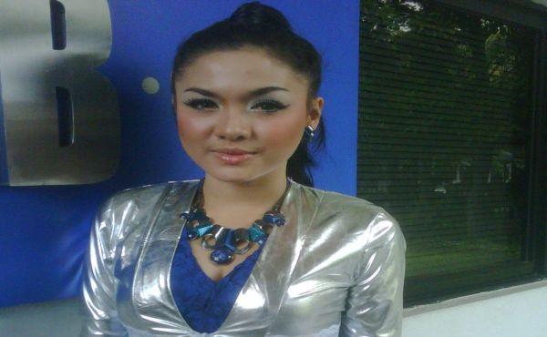 Vicky Shu Masih Pertimbangkan Pakai Jilbab