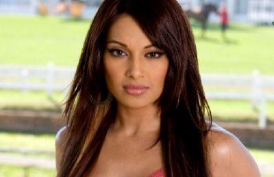 Bipasha Basu Cemburu dengan Sunny Leone?