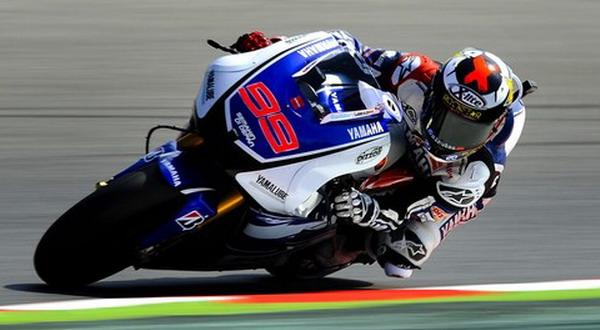 Aksi Lorenzo di sesi kualifikasi GP Spanyol (Foto: Getty Images)