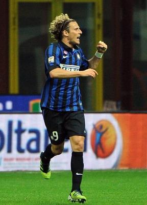 Inter Milan Diego Forlan  dipastikan akan bertahan di Giuseppe Meazza pada isu terkini depan Terkini Forlan Pastikan Bertahan di Inter