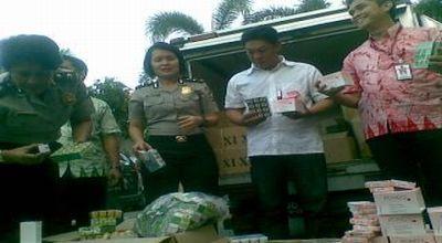 Kosmetik ilegal yang disita petugas (Foto: Nurul A/okezone)