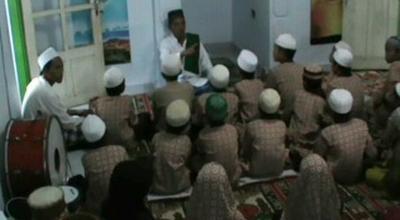 AKP Suyitno mengajar ngaji anak-anak yatim (Dok: Sindo TV/Jaka Samudra)