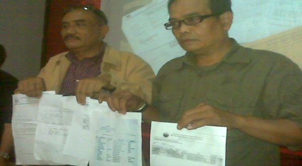 Surat sakti pejabat di Bandung untuk menitipkan siswa di sekolah negeri. (Foto: Iman H/Okezone)