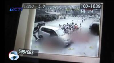 Rekaman CCTV guru tabrak siswa di Medan (Dok: RCTI)