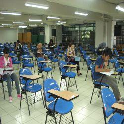 Ilustrasi: suasana ujian tulis SNMPTN. (Foto: Okezone)