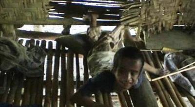 Zakaria di teras rumahnya (foto: Dion Umbu AL/ Sindo TV)