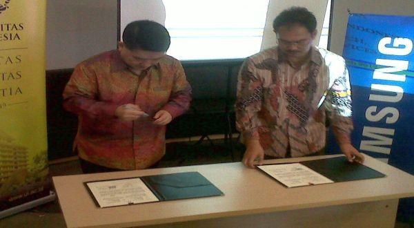 Penandatanganan kerjasama pemberian beasiswa dari Samsung Indonesia ke UI dan Prasetiya Mulya. (Foto: Margaret P/Okezone)