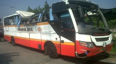Bus Harapan Jaya yang celaka di Sidoarjo (Foto: Okezone/Nurul Ariifin)