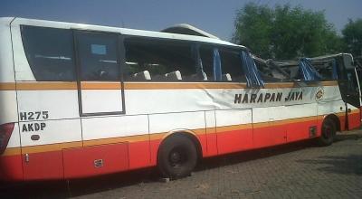 Bus Harapan Jaya yang terlibat tabrakan (Foto: Nurul A/okezone)