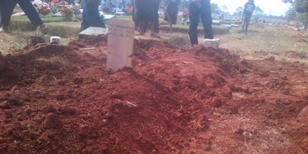 Makam salah satu terduga teroris Solo di TPU Pondok Rangon (Foto: Catur/Okezone)