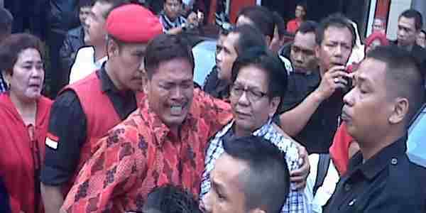 Rudy Harsa Tanaya berkemeja lengan panjang (foto: iman H/okezone)