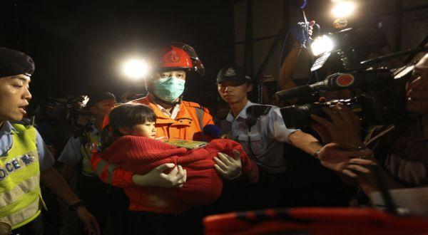 Foto : Kecelakaan kapal di Hong Kong (AP)