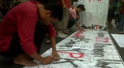 Ilustrasi aksi dukungan untuk KPK di Solo (Foto: Okezone/Bramantyo)