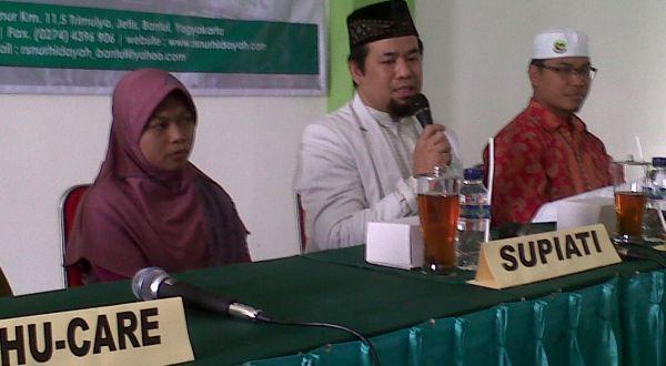 Ketua Tim Medis RS Nur Hidayah, dr Sagiran (tengah) saat jumpa pers (Foto: Prabowo/okezone)