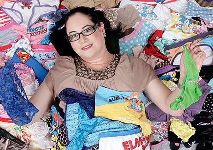 https  img-o.okeinfo.net content 2012 10 25 197 709263 w5ZCJjZ3IN Wanita  dengan koleksi celana dalam ... 2046109eaa