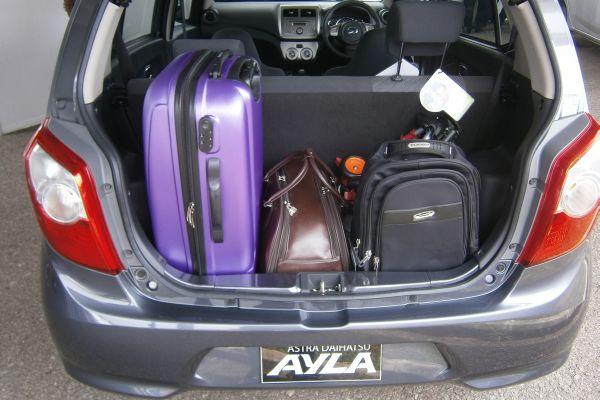 F: Ruang bagasi Astra Daihatsu Ayla lumayan luas (Septian P / Okezone)