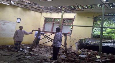 Gedung SDN Pesanggrahan Rusak (Foto:Amba Dini)