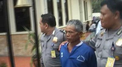 St digiring petugas Polres Majalengka (Dok: M Zeni Zohadi/Sindo TV)