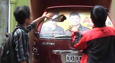 Mobil Camat Tellu Siattinge dirusak orang tak dikenal (Foto: Sri Indra M/SindoTV)