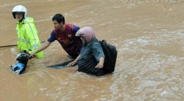 F: Banjir di ruas jalan Jakarta (Okezone)