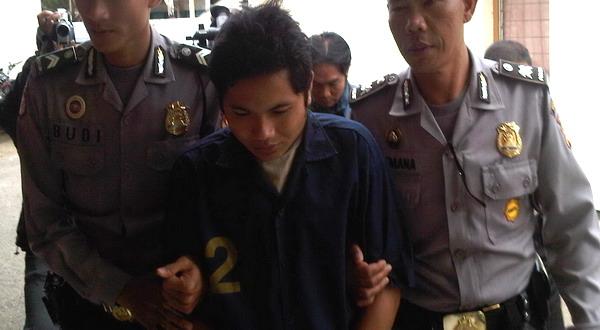Maruki, pelaku pembunuhan digiring polisi (foto: Adi Haryanto/Koran SI)