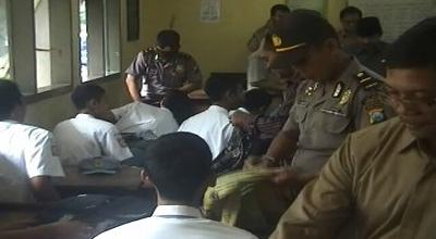 Razia narkoba di SMKN 3 Jombang (Dok: Mukhtar Bagus/Sindo TV)