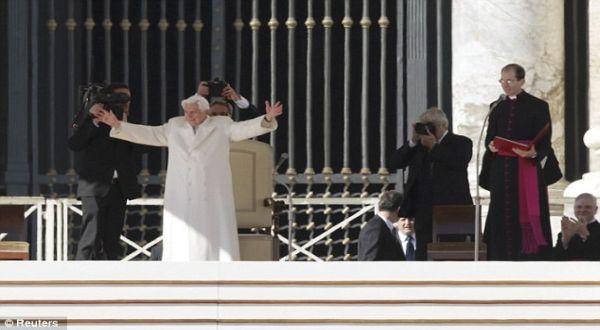 Foto : Paus dalam khotbah terakhirnya (Reuters)