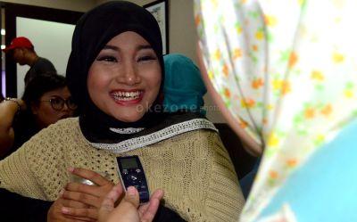 Tahan Banting, Fatin 'X Factor' Setia dengan BlackBerry