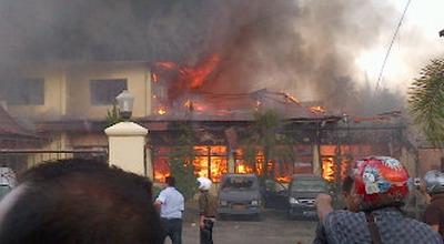 Mapolres Baturaja dibakar (Ist)